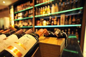 70% de vinhos e destilados consumidos em Curitiba são contrabandeados, segundo Abrabar