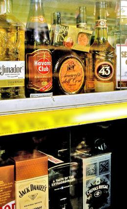 Curitibanos consomem 70% de vinhos e destilados contrabandeados