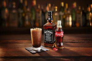 Jack Daniel's e Coca-Cola: Curiosidades e preparo desse drink!